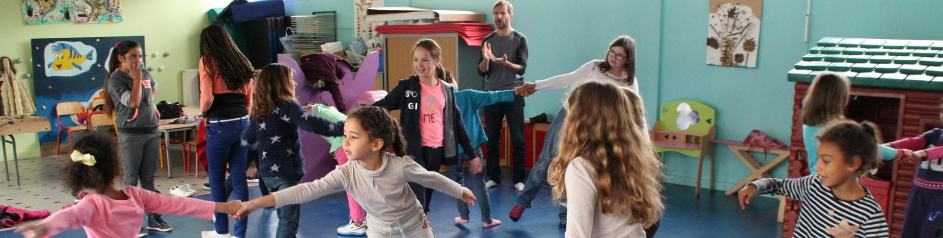 Les écoliers de Ploufragan dansent avec Alban